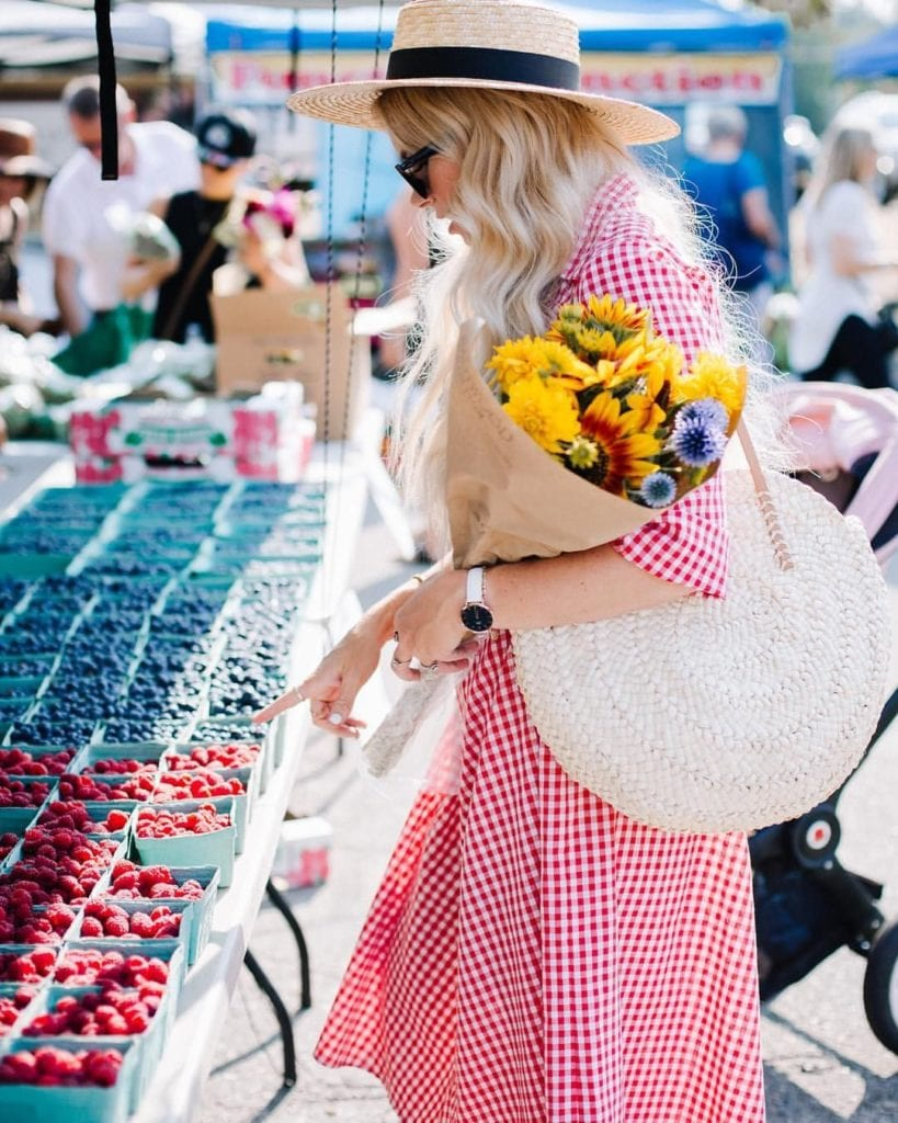Alana @ilovedenham Trend Setter shopping at a market for berries and flowers